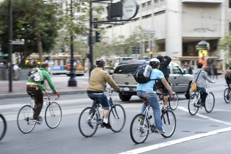 Bicylcist Riding On Market Street By San Francisco Brain Inury Attorney
